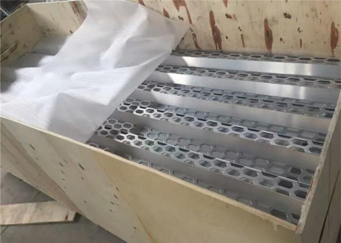 Large Size Perforated Aluminum Sheet 3004 Customized Hole Shape FDA Approval